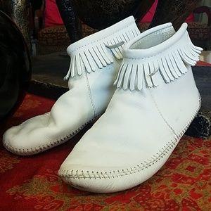 Minnetonka White Leather Bootie Moccasins Size 10